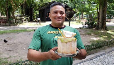 Vendedor de coco cria canudo de bambu e evita descarte de 8 mil canudinhos de plástico por mês
