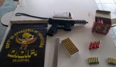 Na rota do tráfico de armas e drogas, polícia apreende submetralhadora 9mm