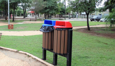 Parceria gera doações de lindas lixeiras na Praça da Liberdade em Bonito (MS)
