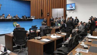 Sem nenhuma mulher, Assembleia Legislativa empossa deputados e define Mesa Diretora