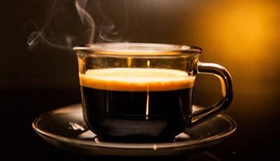 Insônia, falta de ar e angústia: conheça os sintomas da intoxicação causada pelo café