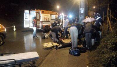 Motorista atropela seis pessoas e foge