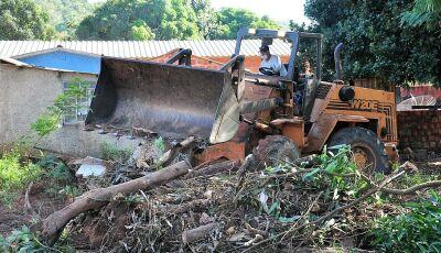 Secretarias de Obras e de Saúde realizam ações na Vila Machado em Bonito (MS)