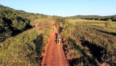 Obras está fazendo recuperação em trecho de 35 quilômetros na estrada do Sucuri em Bonito (MS)