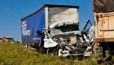 Motorista morre ao colidir na traseira de caminhão nas estradas do MS