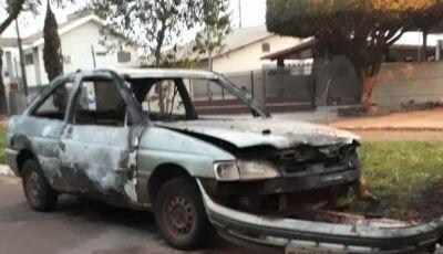 Cidade do MS tem noite de terror e três carros incendiados; veja vídeo