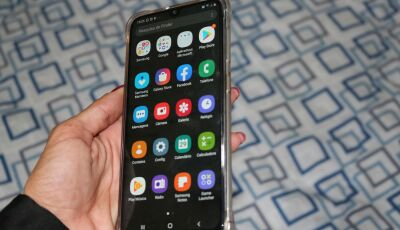 Mulher tem celular furtado em casa de parentes, na Vila Donaria, em Bonito