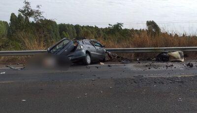 Nas rodovias do MS, Homem morre após colisão entre carro e carreta