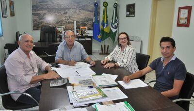 Odilson assina ordem de serviço para revitalização do estádio em Bonito (MS)