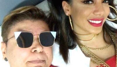 David Brazil causa ao expor bumbum de Anitta sem ela saber