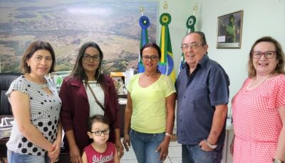 Prefeito Odilson dá posse à candidata aprovada no concurso em Bonito (MS)