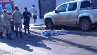 Matança: homem é morto a tiros por pistoleiro em frente à escola na fronteira