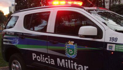 Embriagado, motorista bate contra viatura da Polícia Militar
