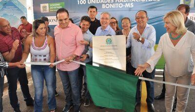 Governo estadual e prefeitura entregam Residencial Rio Bonito I com 100 Casas em Bonito (MS)