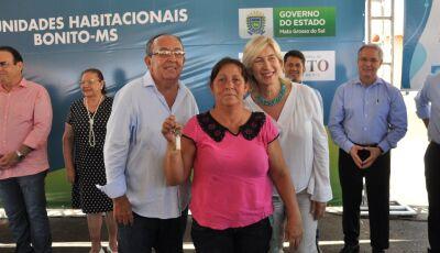 Governo do Estado investe R$ 9 milhões e entrega moradia digna a 100 famílias de Bonito (MS)