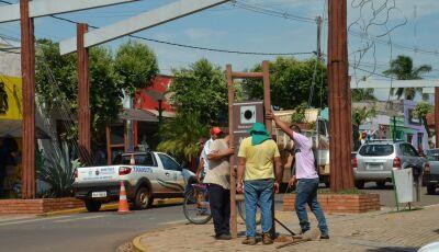 Prefeitura retira e apreende placas de publicidade irregulares em Bonito (MS)