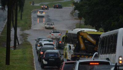 Chuva alaga vários bairros de Campo Grande; temporais se repetirão no carnaval