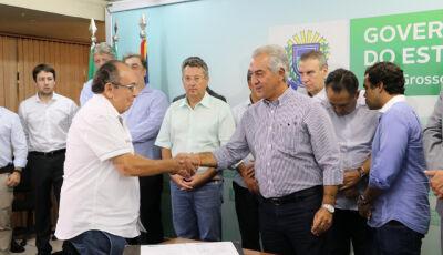 Reinaldo e Odilson assinam e Hospital receberá 2 estagiários do 6º ano de medicina em Bonito (MS)