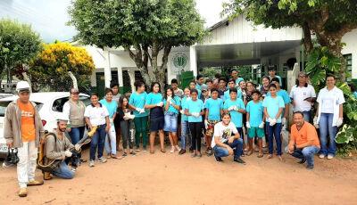 Saúde conta com apoio de professores e alunos em 'arrastão' contra dengue no Assentamento Guaicurus