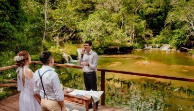 Noivo emociona ao colocar som do coração da filha para tocar em casamento realizado em Bonito (MS)
