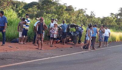 Batida entre carro e caminhonete deixa vítima presa às ferragens na MS-134