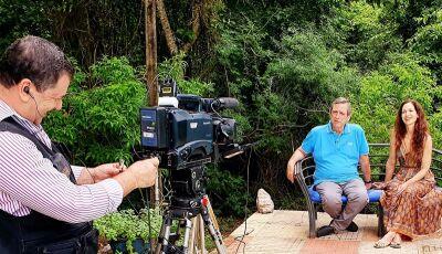 Prosa & Segredos traz entrevista exclusiva em Bonito com Ingra Lyberato de Ana Raio e Zé Trovão