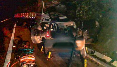 Acidente entre carro e carreta mata jovem de 23 anos próximo a Piraputanga