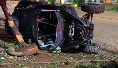 Adolescente de 17 anos morre após carro bater contra árvore