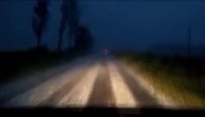'Tapete' de gelo é registrado por motorista em forte chuva no MS, ASSISTA