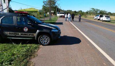 Barreira sanitária faz controle para proibir entrada de veiculos de outras cidades em Bonito (MS)