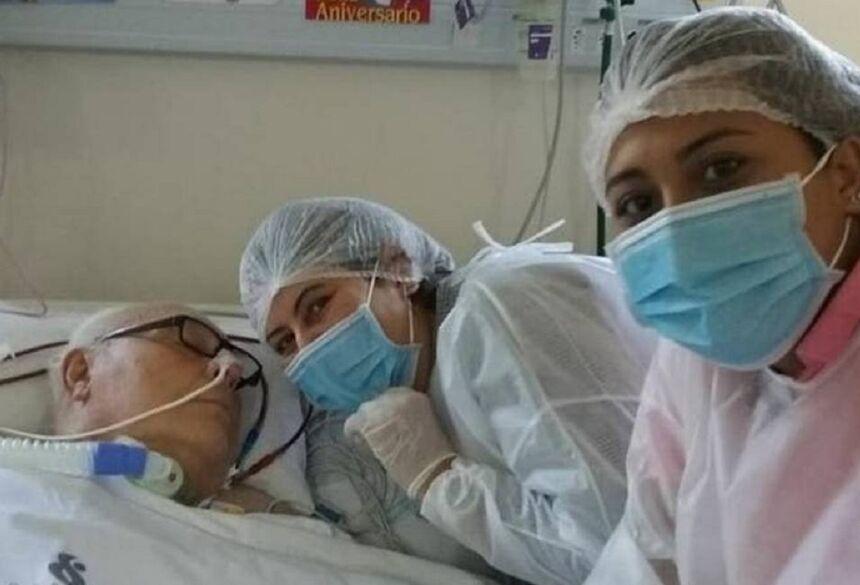 O reumatologista Renaud Frazão recebeu visita da filha e da neta no dia do seu aniversário