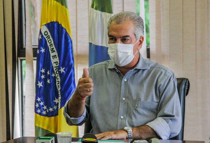 Governador Reinaldo Azambuja sinaliza que data de pagamento do 13º está confirmada (Foto: Silas Lima)