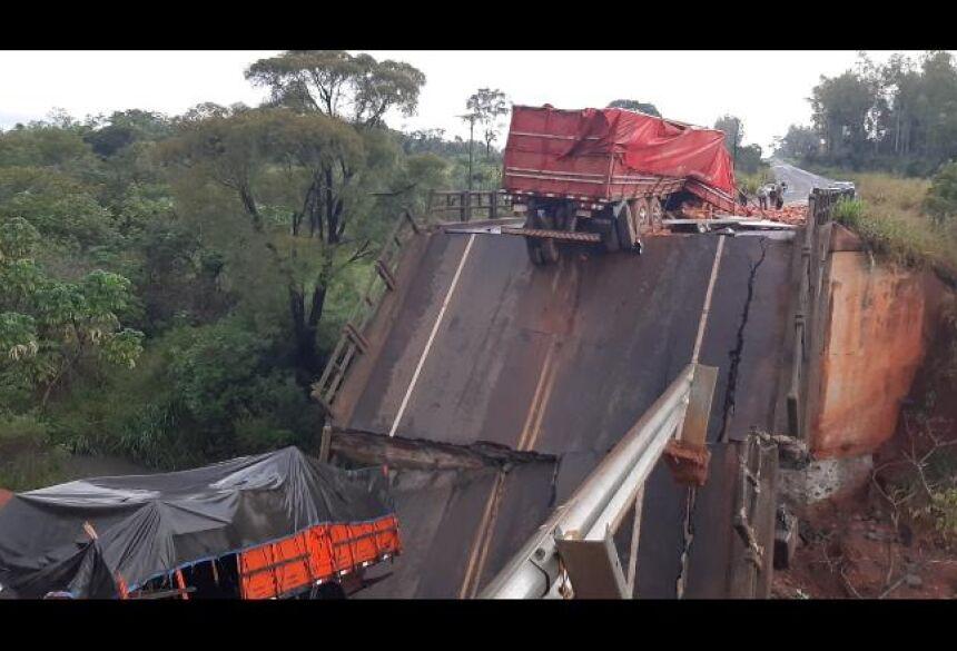 Ponte cai na fronteira entre MS e Paraguai, deixa duas pessoas mortas e outros três feridos - Foto: Reprodução / El Nacional