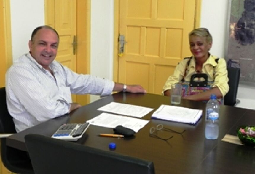 Prefeito José Arthur e a diretora da Casa da Criança Josefina Doblack mantiveram conversa amistosa d