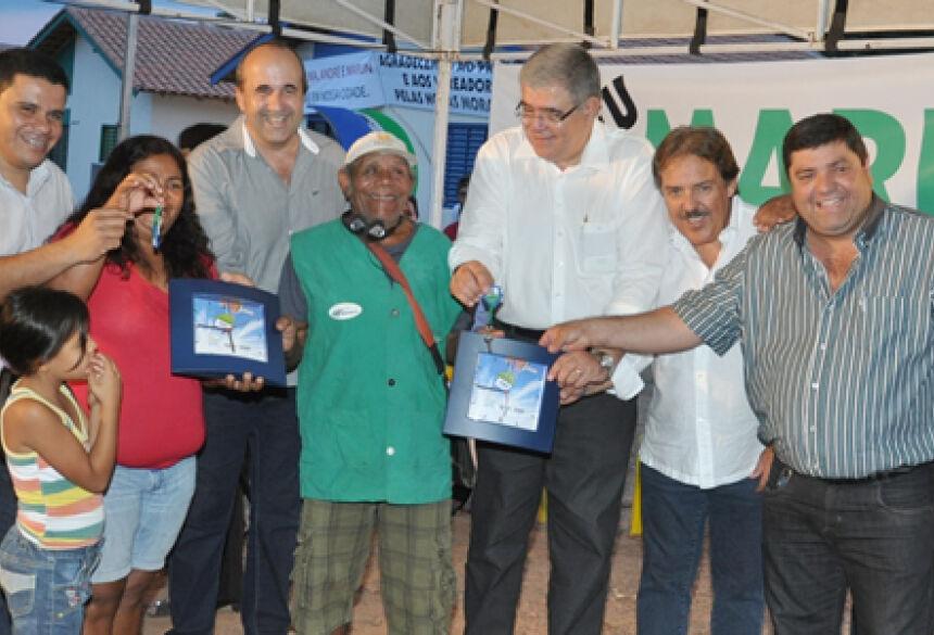 Casas foram entregues no aniversário de 65 anos de Bonito (Foto: Rogério Sanches - Bonito Informa)