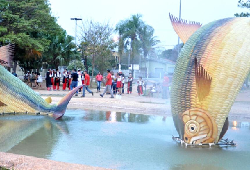 Monumento das Pirapitangas na Praça da Liberdade (FOTO: ROGÉRIO SANCHES - BONITO INFORMA)