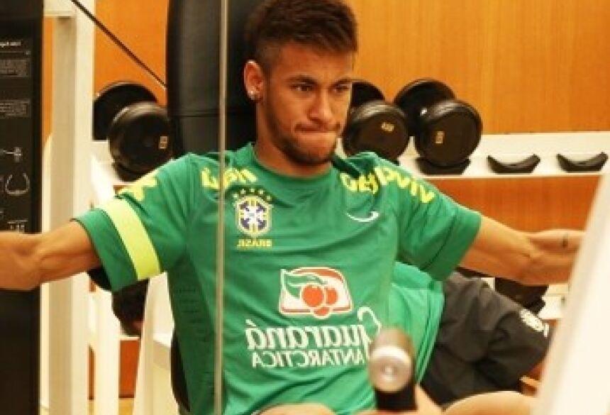 Neymar treina no hotel da seleção brasileira em Seul, na Coreia do Sul (Mowa Press)