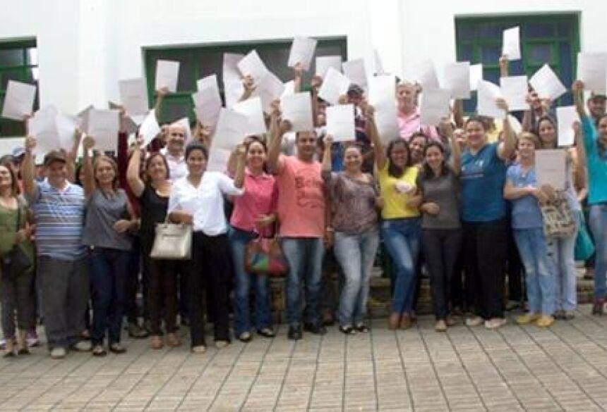 Prefeitura entrega 100 escrituras dos lotes dos funcionários públicos municipais em BONITO