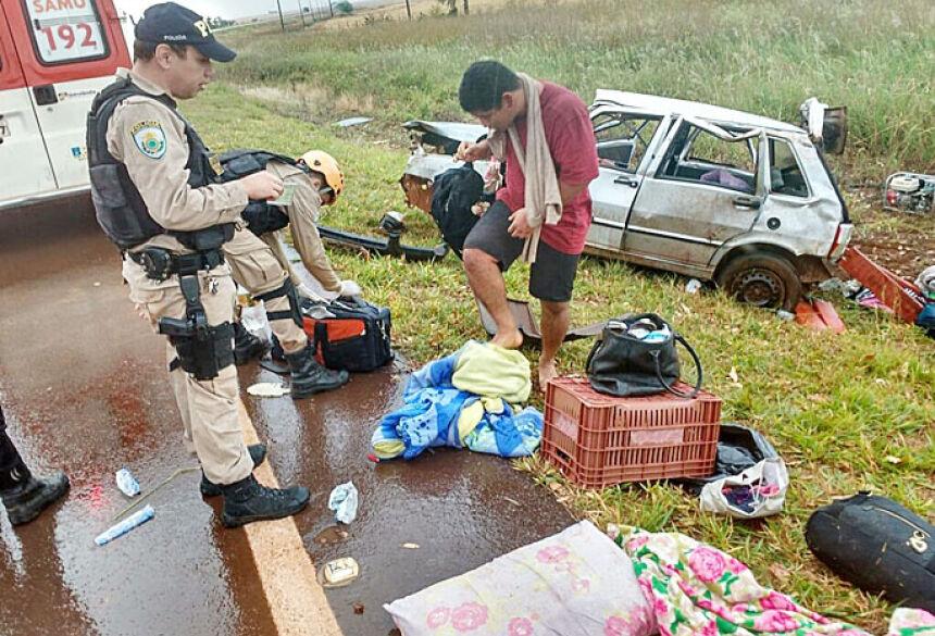 Quatro se feriram na capotagem e mulher morreu - Foto: Flavio Paes/Região News