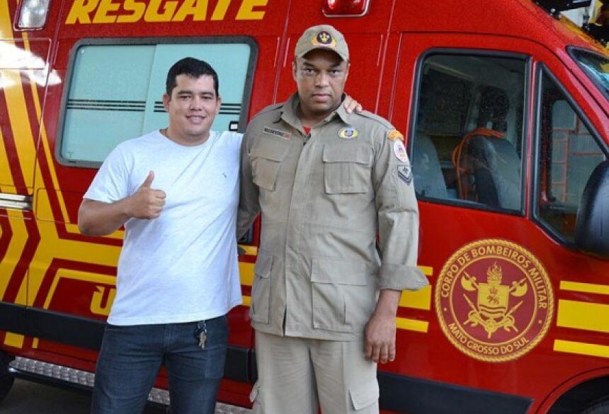 FOTO: O PANTANEIRO - Fabio juntamente com Valdevino, bombeiro q salvou sua vida