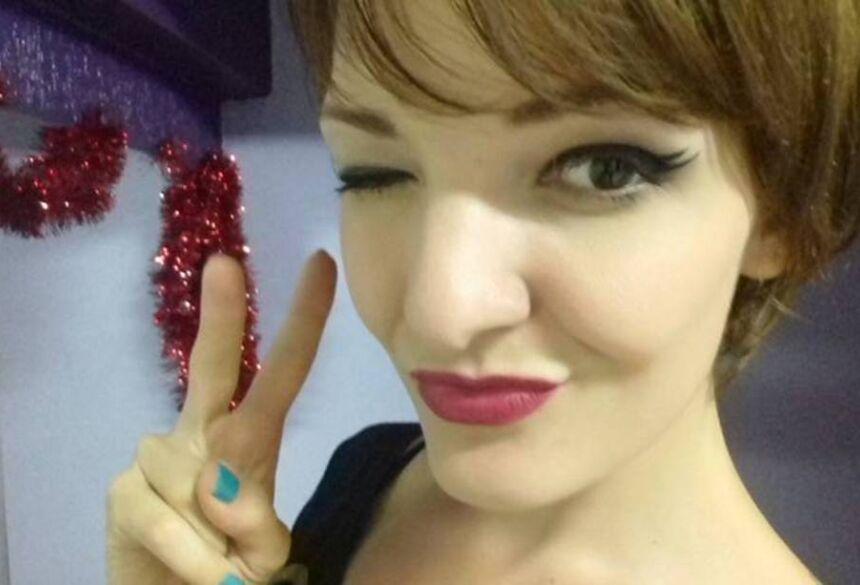 A dançarina e massagista que morreu no voo que caiu em Paraty, Maíra Panas (Facebook/Reprodução)
