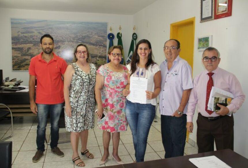 FOTOS: JABUTY / ASSESSORIA - Prefeito dá posse à nova Assistente Social concursada em BONITO