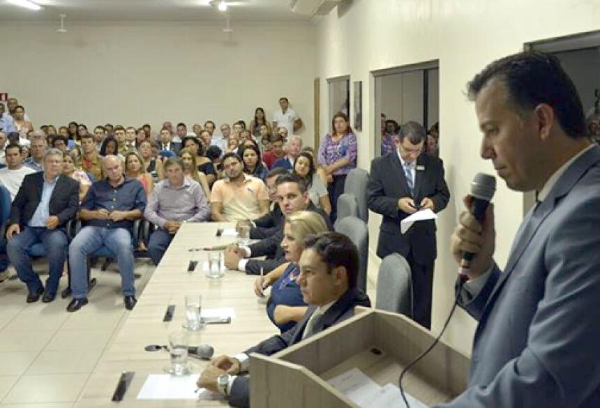 FOTO: FORA DE PAUTA -