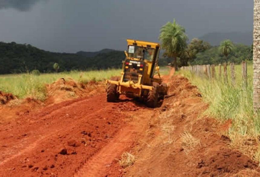 FOTO: ASSESSORIA - Jorginho pede lombadas e caixas de retenção de águas pluviais nas estradas vicinais