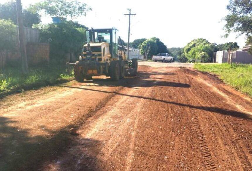 FOTOS: JABUTY - Obras realiza serviços de limpeza e patrolamento na Vila América e Vila Oliveira em BONITO