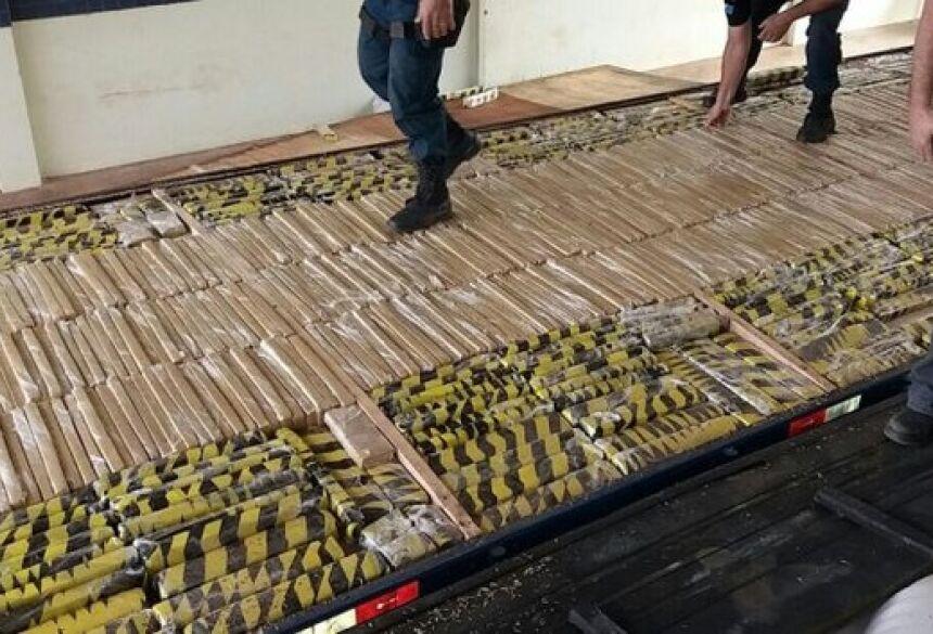 Maconha estava escondida em fundo falso do veículo (Foto: Polícia Militar/Divulgação)