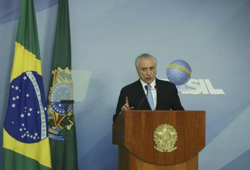 FOTO: O presidente Michel Temer faz pronunciamento após aprovação do relatório que desautoriza o STF a investigá-lo