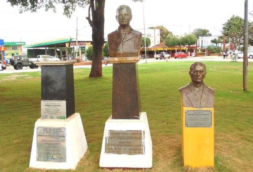 Vereador pede instalação de busto do poeta na Praça da Liberdade em Bonito (MS)