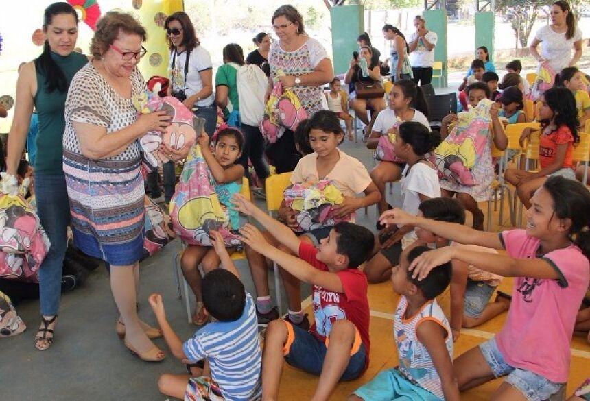 FOTOS: JABUTY - Ação Social do Rally dos Sertões reúne 200 crianças na Vila Machado em Bonito (MS)