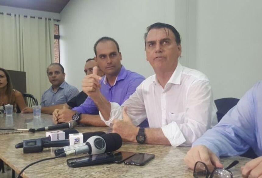 Jair Bolsonaro durante coletiva em Dourados - Crédito: Gizele Almeida